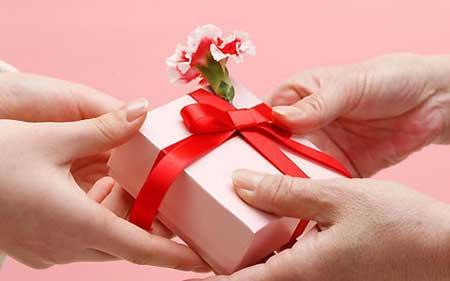 خوشحال کردن همسر با یه هدیه